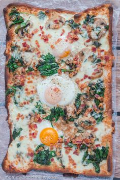 Change up your breakfast routine with this Breakfast Pizza. #breakfastpizza #breakfastideas