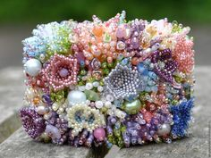 Beaded Coral Reefs And Meadows: Creative Jewelry By Elizaveta Sorensen Beading Projects, Beading Tutorials, Beading Patterns, Beaded Flowers Patterns, Bead Embroidery Jewelry, Beaded Embroidery, Seed Bead Flowers, Beaded Jewelry Designs, Hobbies And Crafts