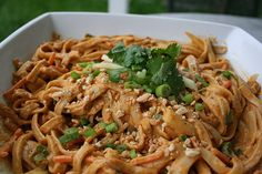 Curry Peanut Rice Noodles Vegetarian Lunch, Vegetarian Recipes, Cooking Recipes, Healthy Recipes, Free Recipes, Rice Noodles, Peanut Noodles, Curry Noodles, Peanut Curry