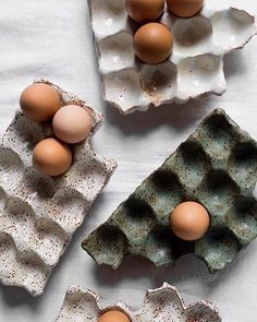 ":: HAPPY EASTER :: Absolutely love these ceramic egg ""cartons"" by the very talented @jojohoban... on my want list! . . . #anacastudio #inspiration #creatives #womeninbusiness #ceramics"