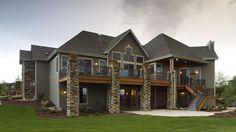 Great backyard porch - Riverside Retreat