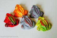 Kleiner Frosch - kleines Relief von decodesign.peters auf DaWanda.com
