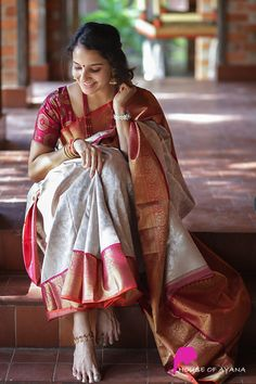 Kanchipuram Silk Sarees Shop in Chennai Indian Photoshoot, Saree Photoshoot, Saree Poses, Pattu Saree Blouse Designs, Fashion Photography Poses, Indian Photography, Bridal Silk Saree, Saree Trends, Stylish Sarees