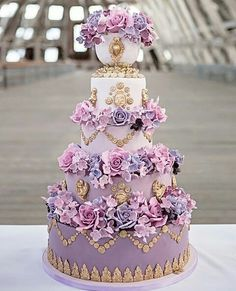 Gold accents this Marie Antoinette-inspired lovely lavender wedding cake by Elizabeth's Cake Emporium Photo: Cristina Rossi Photography Gorgeous Cakes, Pretty Cakes, Amazing Cakes, Wedding Cake Decorations, Cool Wedding Cakes, Disney Wedding Cakes, Extravagant Wedding Cakes, Wedding Centerpieces, Wedding Cakes