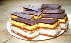 Stunningly delicious dessert with the most delicate topping – Sweet World Ideas Romanian Desserts, Romanian Food, Delicious Deserts, Yummy Food, Baking Recipes, Cookie Recipes, Cocoa Cake, Hungarian Recipes, Hungarian Food