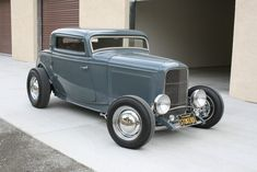 1932 Ford Coupe Featured in Street Rodder Magazine March 2017 Car was finished in June Hanneman Fiberglass Chop Body, Rootlieb Fancy Cars, Retro Cars, Cool Cars, Classic Hot Rod, Classic Cars, Hot Rod Autos, Muscle Cars For Sale, 1932 Ford, Street Rods