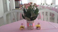 Arranjos de mesa com flores naturais...