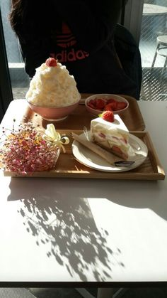 홍대 <피오니> 딸기케이크