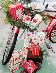 newport beach: a very beachy Christmas-our weather is so mild, why not shop on your bike? Christmas Window Display, Christmas Porch, Noel Christmas, Outdoor Christmas Decorations, All Things Christmas, Winter Christmas, Vintage Christmas, Vintage Winter, Bike Decorations