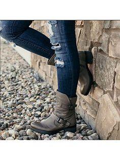 Plain Flat Round Toe Date Outdoor Short Flat Boots – Women Fashion Wear Trends Thigh High Boots Flat, Flat Boots, Shoe Boots, Women's Shoes, Dress Shoes, Golf Shoes, Wedge Shoes, Buy Nike Shoes, Buckle Boots