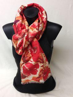 Sciarpa in seta, modal e cashmere stampata. Silk, modal and cashmere printed scarf. www.millenium-srl.it
