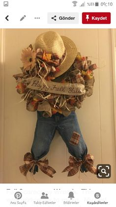 Best 12 This is so adorable! A scarecrow wreath!Com Best 12 This is so adorable! A scarecrow wreath! Fall Mesh Wreaths, Fall Deco Mesh, Diy Fall Wreath, Wreath Crafts, Deco Mesh Wreaths, Wreath Burlap, Burlap Crafts, Autumn Wreaths, Fall Diy