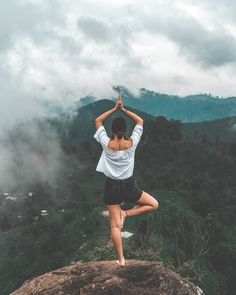 Did you ever consider to use breathing exercises, yoga poses, and meditation to calm your body and mind? Here You can Discover Yoga for Stress Relief Yoga Kundalini, Free Yoga Images, Yoga Inspiration, Poses Yoga Faciles, Yoga Fitness, Health Fitness, Photo Yoga, Tonifier Son Corps, Aerobic