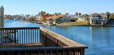Spacious Waterfront Townhome Corpus Christi Set in Padre Island, this air-conditioned holiday home features free WiFi. Offering free private parking, the holiday home is 1.5 km from Bob Hall Pier.  There is a seating area, a dining area and a kitchen as well as a private bathroom.