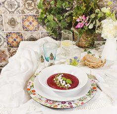 Salmorejo de remolacha y pistachos. - La Cocina de Frabisa La Cocina de Frabisa Fresco, Table Settings, Table Decorations, Furniture, Home Decor, Vegetarian, Pistachio, Entrees, Food