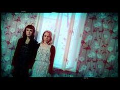 Lataa omaksesi iTunesista: https://itunes.apple.com/fi/album/rakkaudesta/id527832289?l=fi Kuuntele Spotifysta: spotify:album:35tyHsoDT3BJrJYvHQsn6s Tilaa Levykauppa Äxästä: http://www.levykauppax.fi/artist/pmmp/ Käsikirjoitus & ohjaus: Paula, Mira ja Arto Kuvaus & leikkaus: Arto Värimäärittely & efektit: Kai Tuotanto: Maailmanloppu Oy Music v...