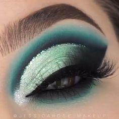 "Erstaunliches Make-up ❤️❤️ History of eye makeup ""Eye care"", put simply, ""eye Makeup Eye Looks, Eye Makeup Steps, Eye Makeup Art, Makeup Eyeshadow, Fairy Makeup, Mermaid Eye Makeup, Little Mermaid Makeup, Galaxy Eyeshadow, Blue Eyeshadow Makeup"