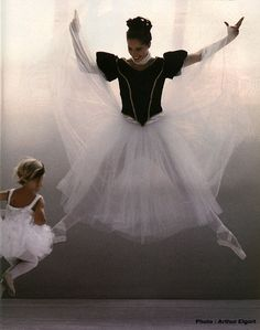Dancer Darcey Bussell by Arthur Elgort for Vogue Ballet Wear, Ballet Dancers, Arthur Elgort, Ballerina Dancing, Love Is Gone, Dance Movement, Dance Fashion, Style And Grace, Classy Dress