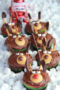 Re-create Santa's sleigh with this cute, chocolatey cupcake recipe. Just be sure to save a red M&M for Rudolph, of course. Click through for the recipe and more Christmas cupcake recipes.