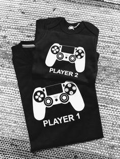 Nämä kaverit pelaavat yhteen. Pleikkarit Player 1, T Shirt, Women, Fashion, Tee, Moda, Women's, La Mode, Fasion
