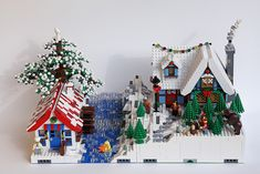 Lego houses in winter Lego Christmas Village, Lego Winter Village, Christmas Villages, Christmas Crafts, Lego Gingerbread House, Casa Lego, Lego Display, Lego For Kids, Lego Blocks