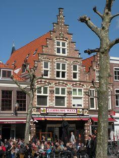 Haarlem, Noord-Holland. Fijn een Terrasje pakken op De Botermarkt.