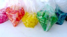 colored macaroni!!!! Kindergarten Crafts, Macaroni, Icing, Cube, Creative, Diy, Color, Macaroons, Bricolage