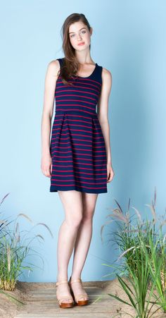 FANNY Navy/Red : Striped dress in bamboo knit with box-pleated skirt and rounded low-cut at back. Soft, no-pill fabric, knit in Montreal. Betina Lou Spring-Summer 2015.