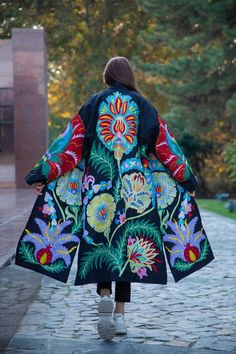 Silk Coat, Mode Boho, Fur Clothing, Embroidered Silk, Embroidered Clothes, Fashion Fabric, Comfortable Outfits, Coats For Women, Ladies Coats