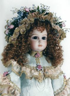 Doll artist Patricia Loveless has dressed her in an elegant outfit of soft Celedon Green and Soft Pink roses with gilt dipped French laces. Old Dolls, Antique Dolls, Vintage Dolls, Big And Beautiful, Beautiful Dolls, Primitive Antiques, Dollhouse Dolls, Elegant Outfit, French Lace