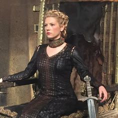 Find images and videos about Queen, vikings and lagertha on We Heart It - the app to get lost in what you love. Ragnar Lothbrok, Lagertha Vikings, Katheryn Winnick Vikings, Lagertha Hair, Vikings Season 4, Vikings Tv Series, Vikings Ragnar, Vikings Tv Show, Lagertha Costume
