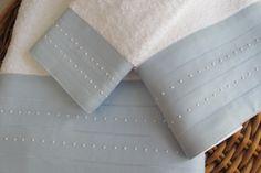 Toalhas turcas com barras em linho bordadas com ponto escada e garanitos.