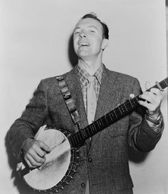 Pete Seeger with his banjo, 1955