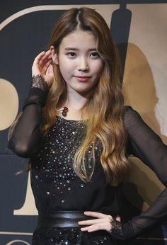 IU chooses a pretty man @ HanCinema :: The Korean Movie and Drama Database