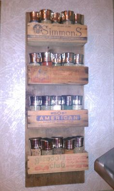 Spice rack made from a barn board and old cheese boxes Repurposed Wood Projects, Repurposed Items, Diy Furniture Projects, Wooden Crates Desk, Wood Boxes, Diy Spice Rack, Pallet Crafts, Pinterest Diy, Country Kitchen