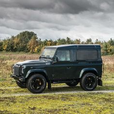 Land Rover Defender 90 Td4 TWISTED. Stepping back to view the whole package!
