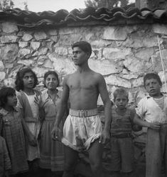 Joan Leigh Fermor: Αγνή, καθαρή και τρυφερή ματιά στην Ελλάδα! - Art22 Patrick Leigh Fermor, British Council, Alberto Giacometti, Artist Names, France Travel, Greece, Culture, Statue, Photography