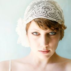 flapper looking 1920's inspired lace bridal headpiece #wedding
