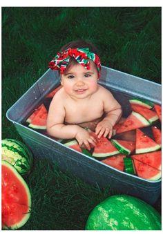 Watermelon Baby, Watermelon Birthday, 1st Birthday Photoshoot, Baby Girl 1st Birthday, Baby Girl Photos, Cute Baby Pictures, Summer Baby Photos, Watermelon Pictures, Baby Milk Bath