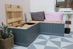 How to Build Pallet Seating With Hidden Storage - Bench seating - Garden Storage Bench, Storage Bench Seating, Pallet Storage, Diy Bench, Bench Swing, Basement Storage, Outdoor Storage Benches, Outdoor Seating Bench, Palet Bench