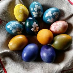 Happy Easter to everyone who celebrate!  We dyed the eggs using natural dyes : cumin red cabbage blueberries turmeric and beet juice  Love the blue ones such a beautiful color ( red cabbage dye). #eggs #easter #naturaldyes #natural #natureloverforlife