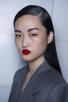 Hiusguru paljastaa: Näin luot DKNY:n skarpin näytöstukan