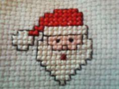 Toalha de lavabo, de excelente qualidade, bordada à mão, em ponto cruz. O bordado inglês é 100% algodão. A cor da toalha, a critério do cliente. Este tipo de toalha não possui trama própria p/ bordar o ponto cruz. O bordado é feito no tecido etamine, 100% algodão, próprio p/ bordado em ponto c... Tiny Cross Stitch, Xmas Cross Stitch, Cross Stitch Cards, Cross Stitch Kits, Cross Stitching, Cross Stitch Embroidery, Embroidery Patterns, Cross Stitch Patterns, Cross Stitch Christmas Ornaments