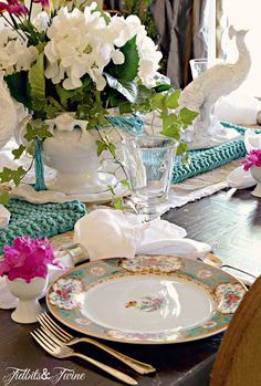 A Pink and Blue Spring Tablescape | TIDBITS&TWINE