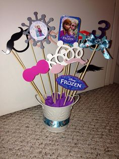 Frozen birthday photo booth props!! Perfect for your little princess's party!! Visit my etsy shop for more items!