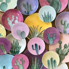 Handmade ceramic plates with cactus drawings. Pottery Painting Designs, Pottery Designs, Ceramic Plates, Ceramic Pottery, Ceramic Painting, Ceramic Art, Crackpot Café, Paint Your Own Pottery, Hand Painted Plates