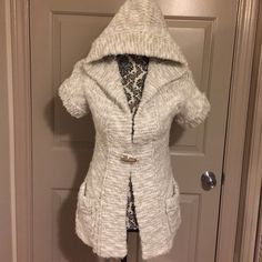 Abercrombie & Fitch Hooded Knit This is a fabulous Abercrombie & Fitch knit hooded short sleeved sweater with one wooden button on the front. Size small, super fast shipping! Abercrombie & Fitch Sweaters V-Necks