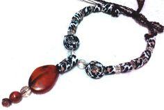 Lindo colar feito artesanalmente, modelo exclusivo, peça única R$24,90
