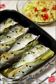 Çinekop im Kartoffel-Zwiebel-Bett - seafood recipes for dinner Shellfish Recipes, Meat Recipes, Seafood Recipes, Easy Healthy Recipes, Easy Meals, Pike Recipes, Turkish Kitchen, Potato Onion, Turkish Recipes