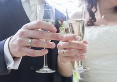 Het is feest! Dus; champagne #accessoiresweddingpictures Champagne, Flute, Tableware, Accessories, Dinnerware, Tablewares, Flutes, Dishes, Tin Whistle